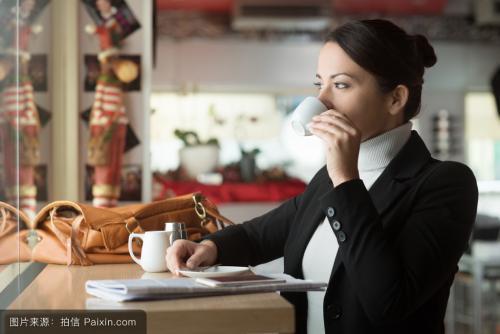 缓解女生便秘的3个小偏方,早上喝杯黑咖啡上榜,润肠通便效果好