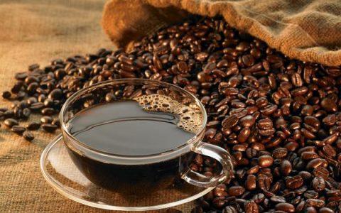 咖啡美酒也会影响眼部健康?哪些人不能喝?