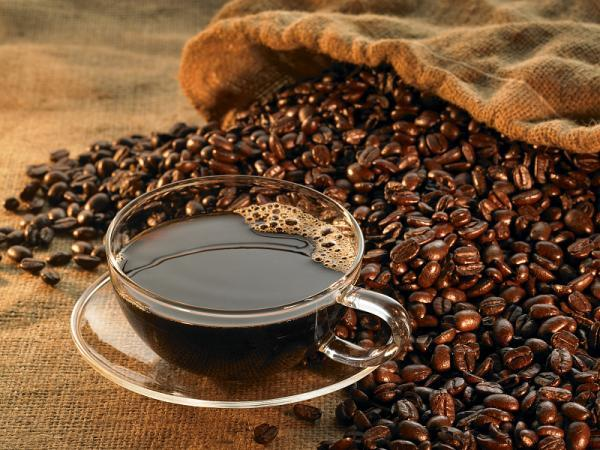 问答丨咖啡美酒也会影响眼部健康?哪些人不能喝?