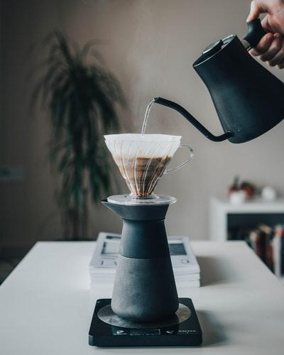 研磨、冲煮到品尝,手冲咖啡的萃取过程