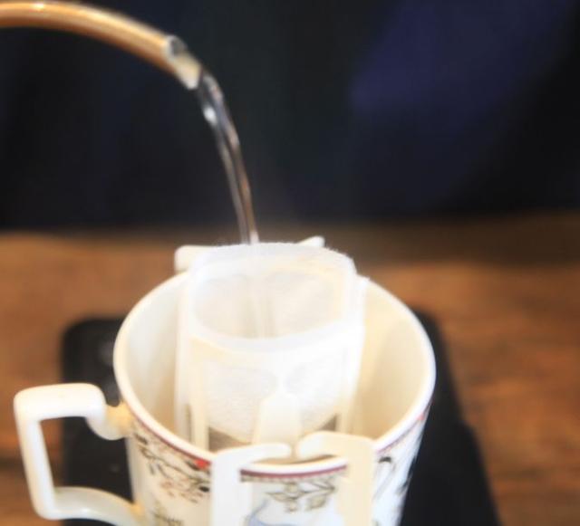 像手冲一样冲挂耳包!挂耳咖啡到底要不要闷蒸?