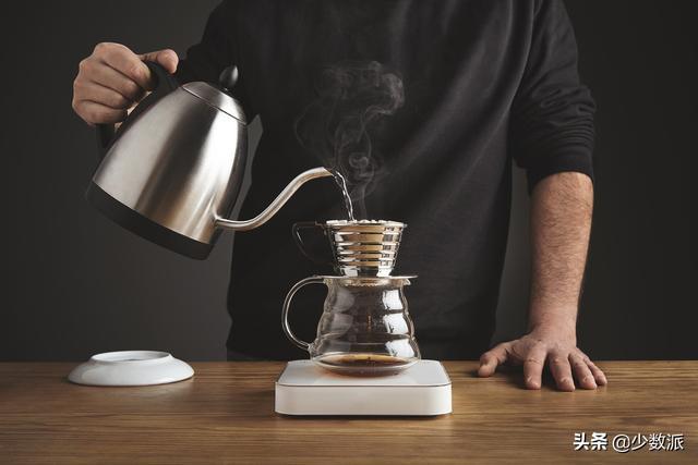 夏日生存指南:5 种自制冰咖啡方法