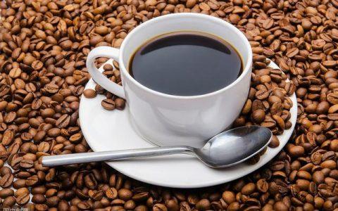 一直听说《墙上的咖啡》,有幸读到此文,妙文不敢独享